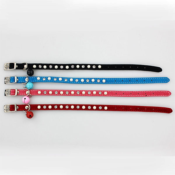 Flocking pet collar
